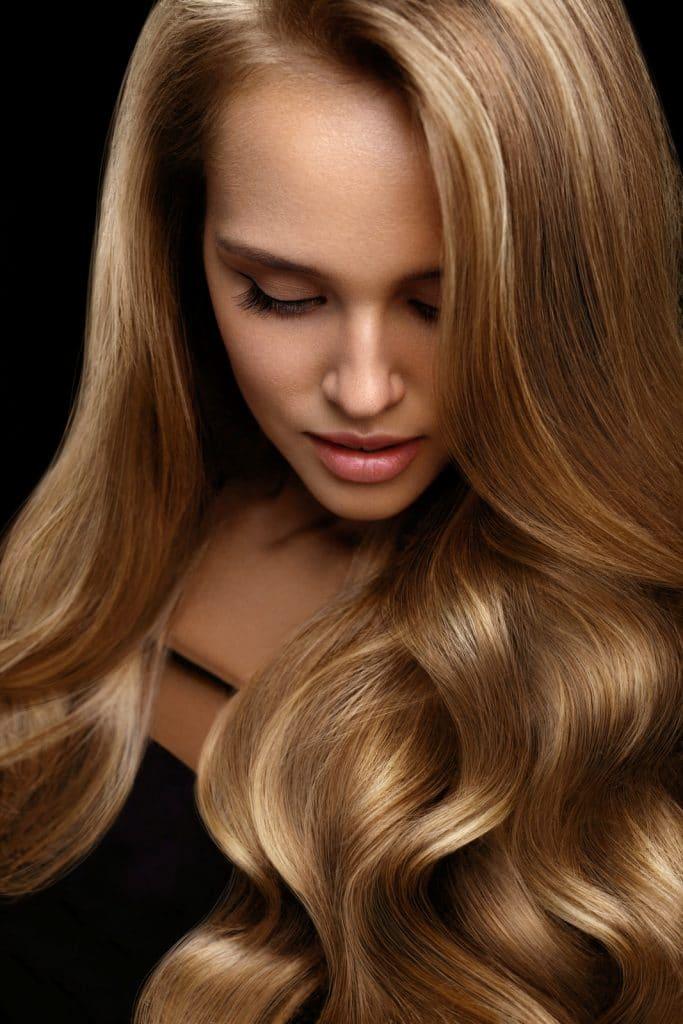 Les effets de l'huile de coco sur les cheveux