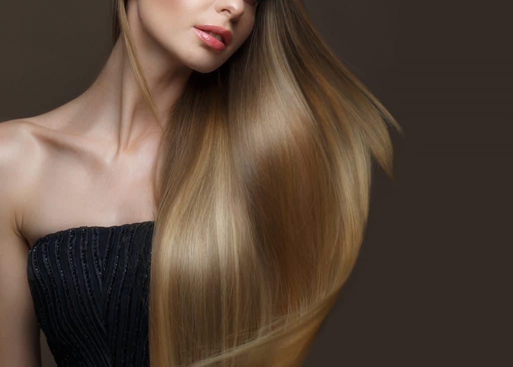 Des cheveux aussi lisses avec le lisseur à cheveux Corioliss C3