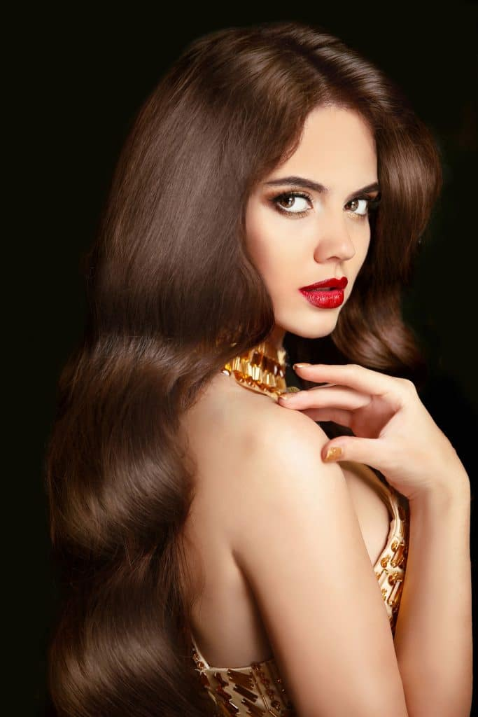 La cire pour cheveux a un effet mate ou brillant
