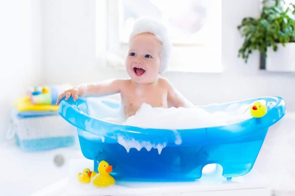 Du shampoing adapté au cuir chevelu de bébé