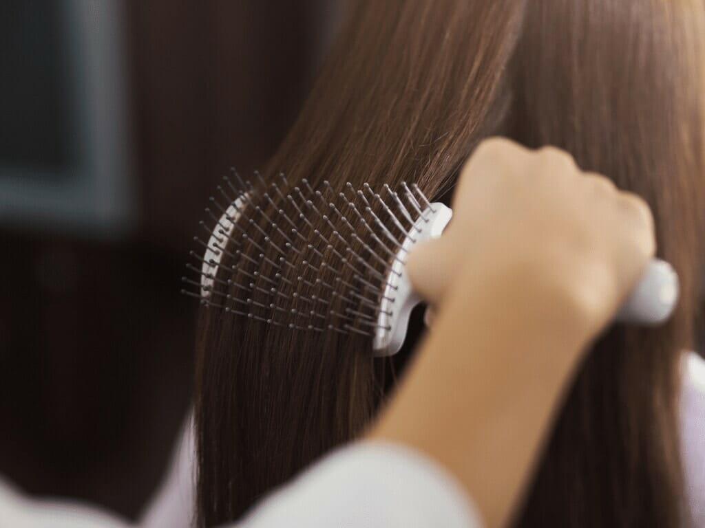 Comment appliquer les astuces pour nettoyer une brosse à cheveux ?
