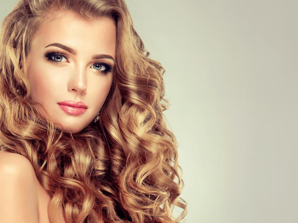 Comment entretenir les cheveux ondulés ?